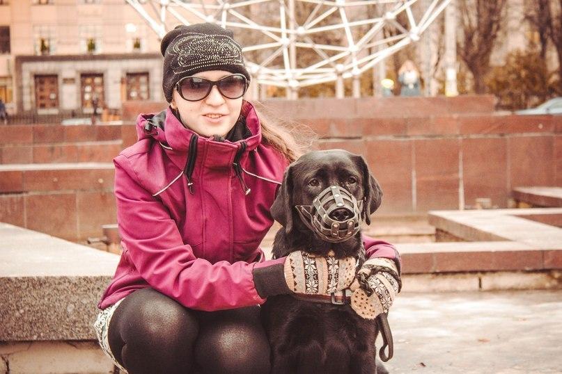 Анастасия Жих с собакой-поводырем